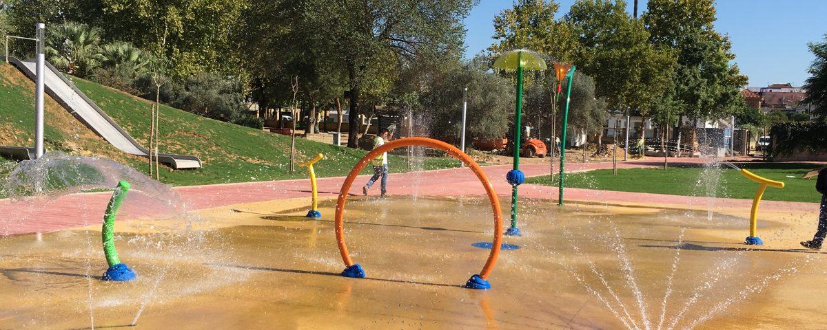 Juegos del agua del Parque Concejala Dolores Camino (Gines, Sevilla)